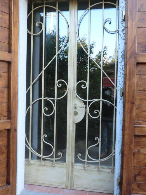 Grate in ferro battuto grate ferro battuto pisa pontedera livorno lucca viareggio grate su - Grate finestre ferro battuto prezzi ...